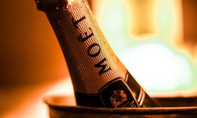butelka szampana moet wewnątrz wiaderka