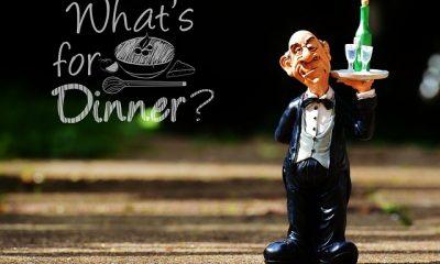 kelner z kieliszkami