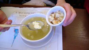 zupa czosnkowa zbundzem
