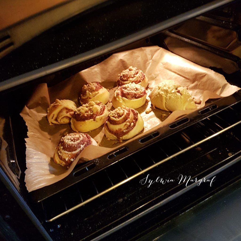 Ciasto drożdżowe, drożdżówki truskawkowe