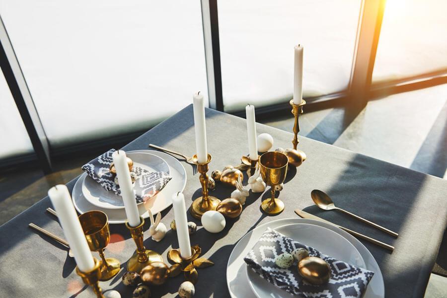 dekoracja-stolu-posilek-ze-swiecami