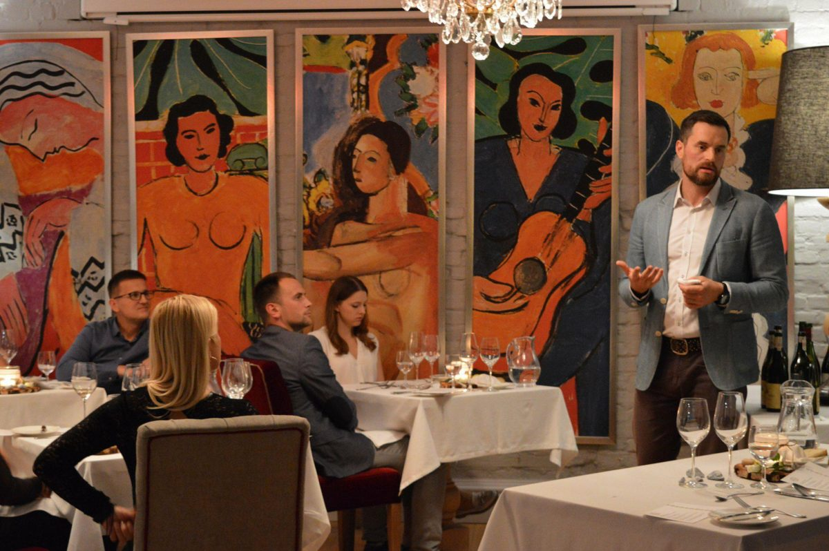 Wnętrze restauracji L'entre Villes