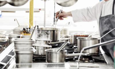 sprzet kuchenny i kucharz