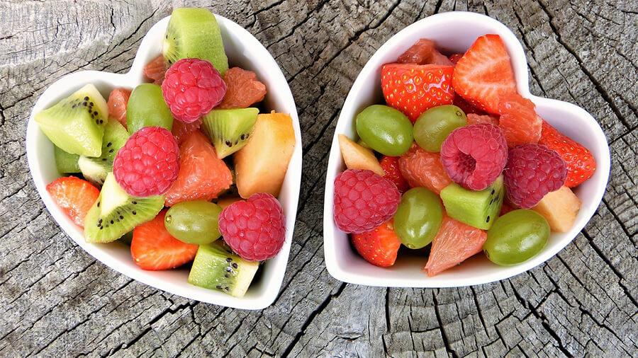 sałatka owocowa w miseczkach